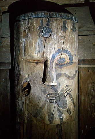 Резная фигура из деревянной церкви в Хегге, Норвегия, начало XIII в.